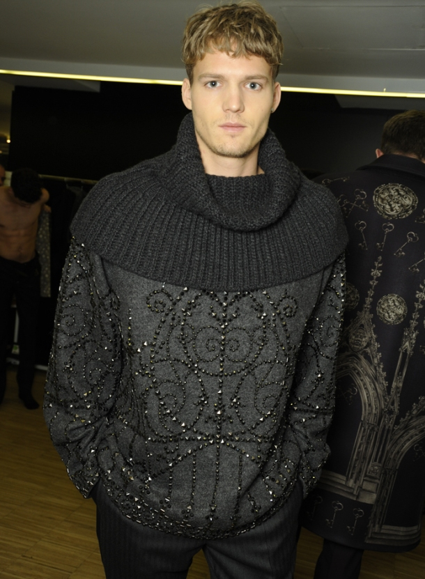 dolce-and-gabbana-fall-winter-2014-2015-men-fashion-show-models-backstage-photos-02