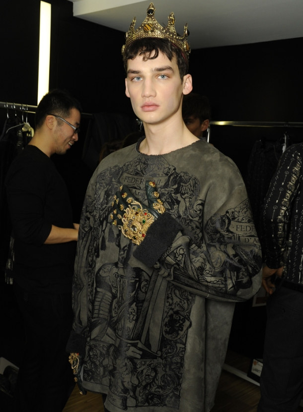 dolce-and-gabbana-fall-winter-2014-2015-men-fashion-show-models-backstage-photos-03