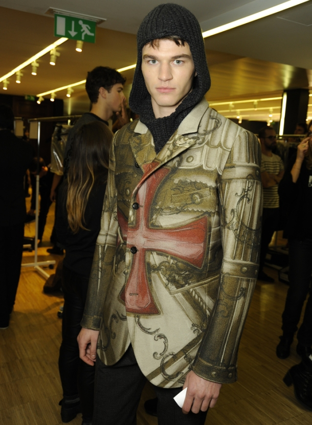 dolce-and-gabbana-fall-winter-2014-2015-men-fashion-show-models-backstage-photos-04