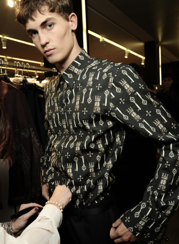 dolce-and-gabbana-fall-winter-2014-2015-men-fashion-show-models-backstage-photos-11