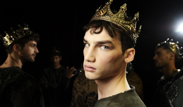 dolce-and-gabbana-fall-winter-2014-2015-men-fashion-show-models-backstage-photos-44
