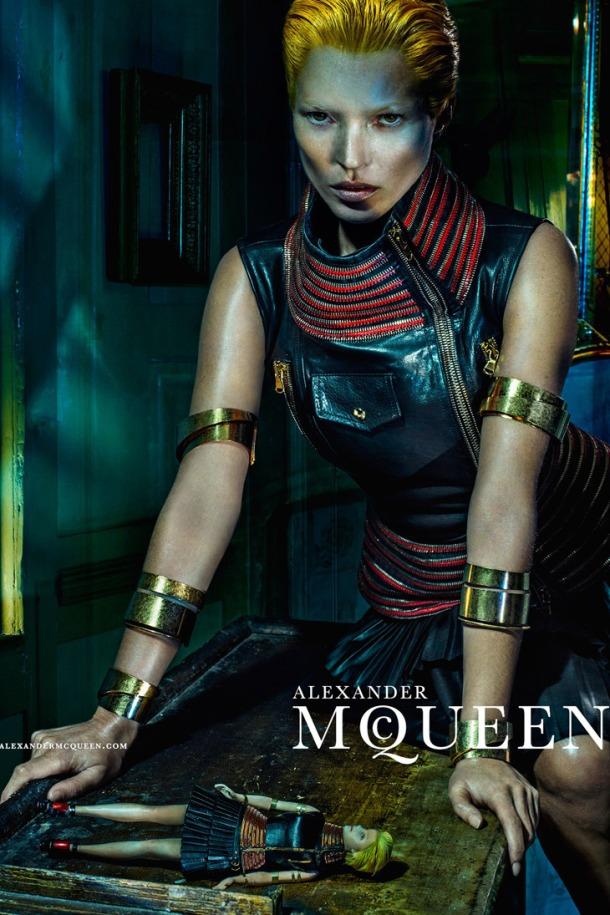 Kate-Moss-Alexander-McQueen-SS14-04