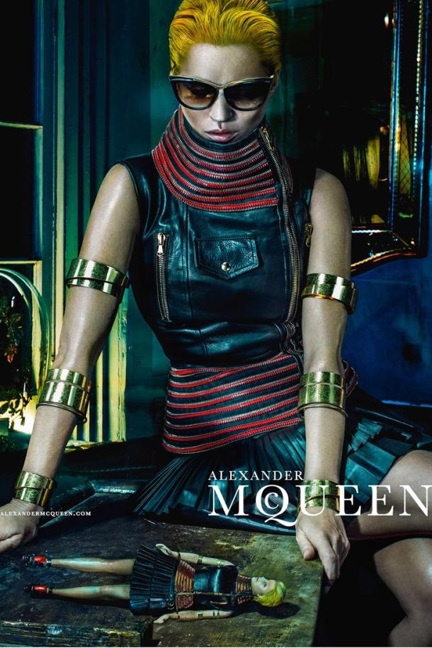 Kate-Moss-Alexander-McQueen-SS14-06