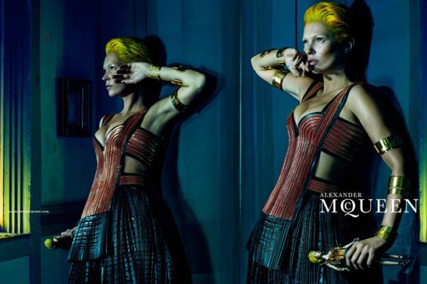 Kate-Moss-Alexander-McQueen-SS14-07