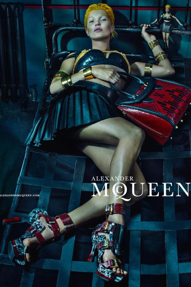 Kate-Moss-Alexander-McQueen-SS14-08